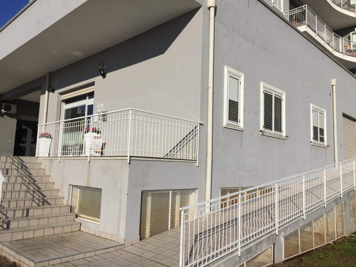 Vendesi in zona Oviesse Lamezia Terme Appartamento uso ufficio