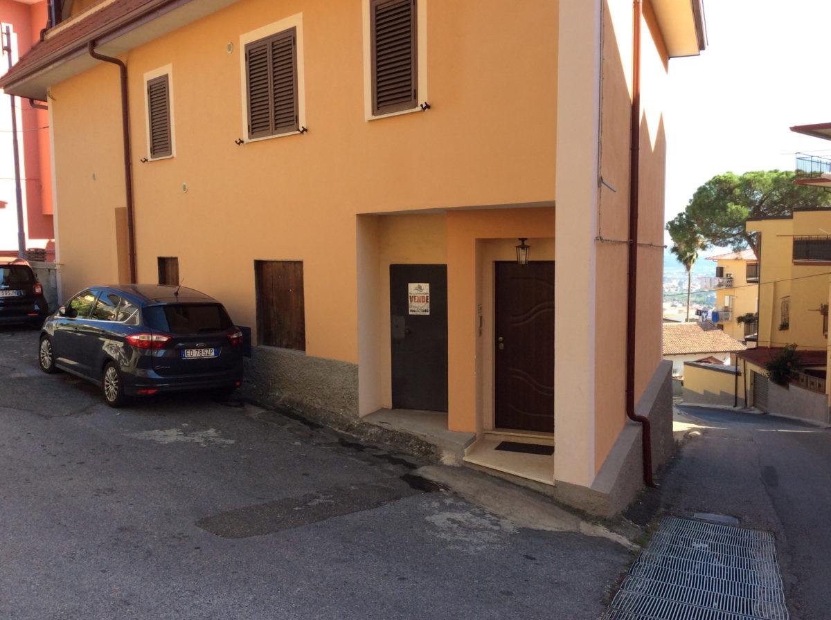 VENDESI APPARTAMENTO RUSTICO CON BOX ZONA BELLA LAMEZIA TERME